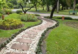 Как обустроить садовые дорожки и тропинки на даче?