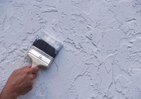 Окрашивание жидких обоев: зачем это нужно и какую краску можно использовать