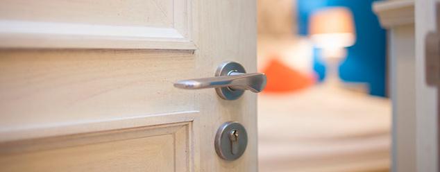 Как избавиться от скрипа дверей?
